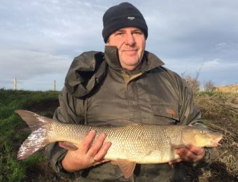 Although the Avon rose a foot whilst I was fishing I managed 5 barbel and a chub. This was the best at 8½ lb. Thanks to the guy who took the photo for me.  Carl Parrott Dec 2016