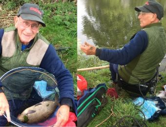 What's being caught here! - Called to Charlton pump house today (Aug 2017) to baillif a club contest. I was just in time to witness Dennis Hobin land this estimated 4 to 5 lb Bream. 82 year old Midland Stock Holder A/C member told me it was the second one